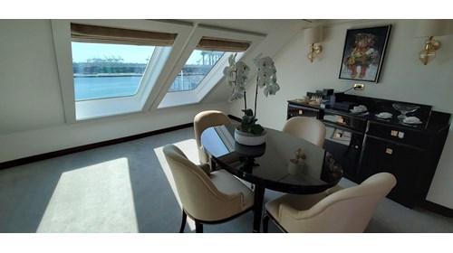Grand Suite on Regent Seven Seas Mariner