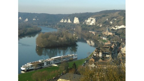 Viking ship on the Seine, courtesy Carol Terhune