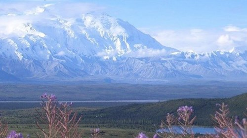 Mt. Denali, in ful and spectacular view