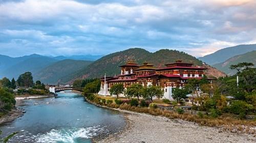 Punakha Dzongkhag, a monastery between two rivers