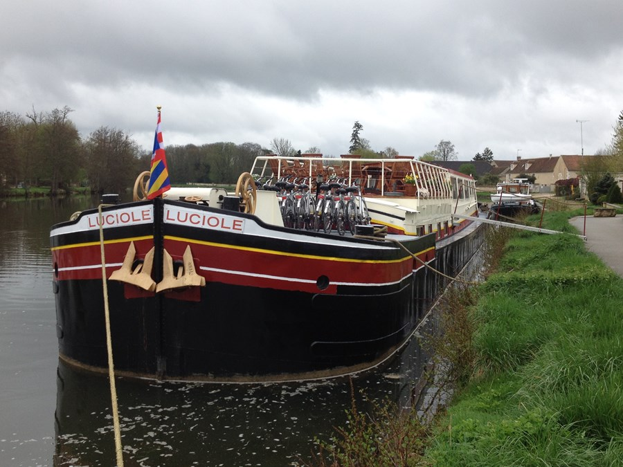 Hotel barge Luciolle on the Canal du Nivernais