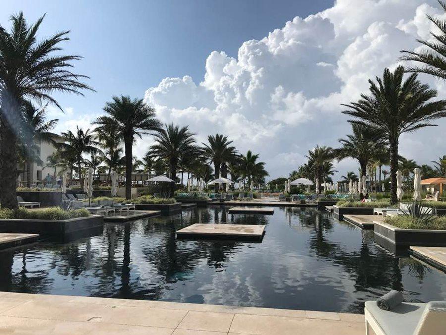Main pool — at UNICO