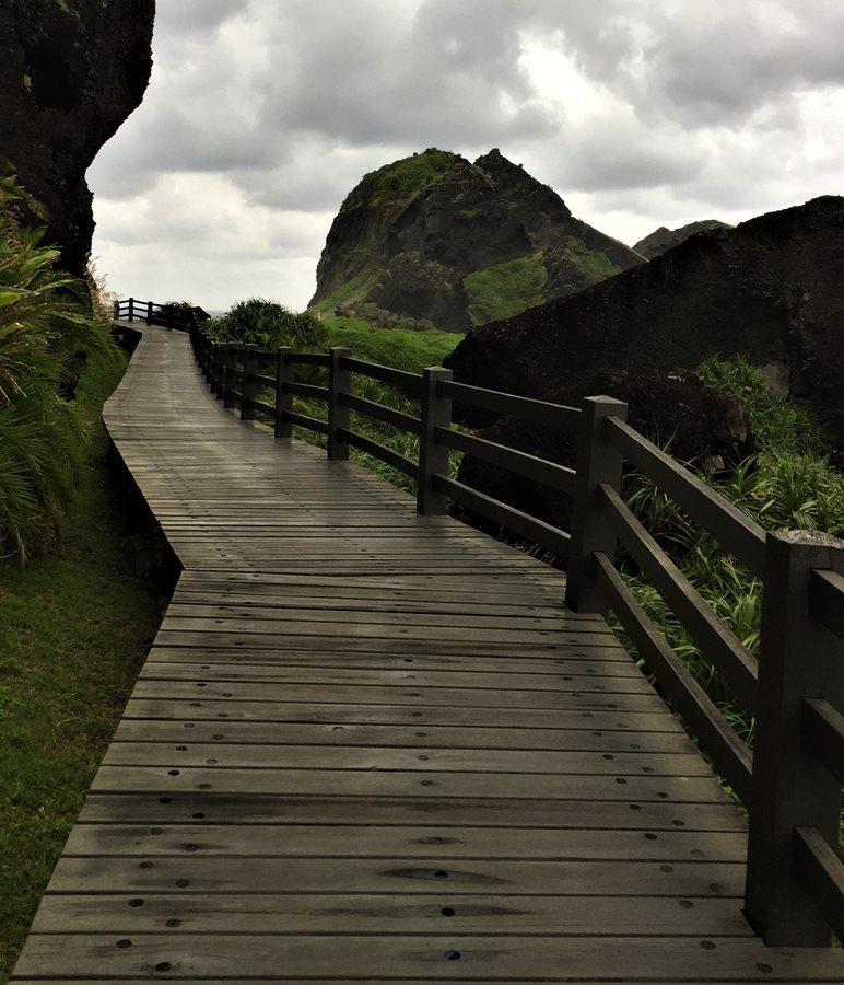 Path beyond the Eight Arch Bridge-Sanxiantai-Cheng