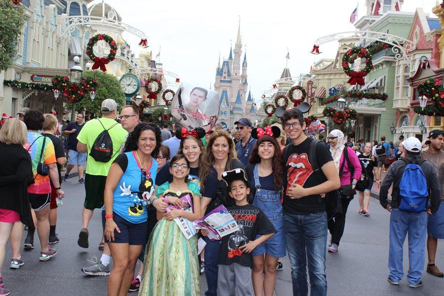 Christmas Family Picture - Magic Kingdom