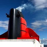 Queen Mary 2's funnel