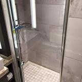 Jr Suite Shower