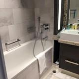 Jr Suite Bathtub