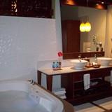 A nice, roomy bathroom at the Palafito's