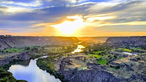 Sunset at the Snake River Gorge in Twin Falls.